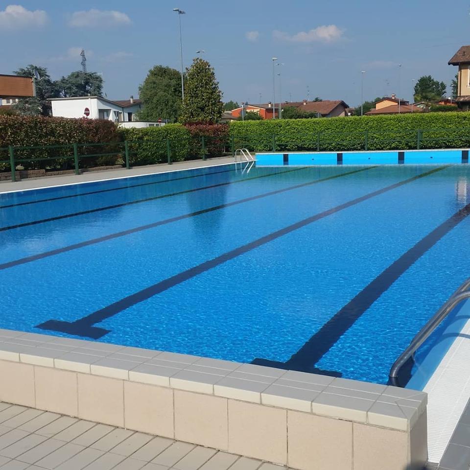 piscina grande astra pozzaglio, 300 mq all'aperto
